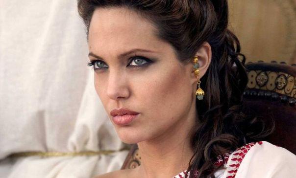 Angelina-Jolie-Alexander